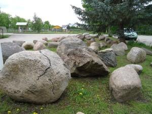 """Lauko akmenys, luitai, rieduliai, staybinės medžiagos, prekyba, Trakai, """"KOVAS"""" UAB"""